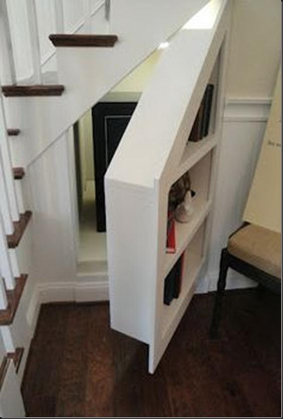Ocultar bajo la escalera